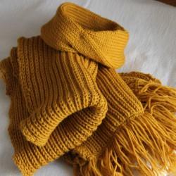 Sjaal van Prima Vera wol in de kleur Oker Geel