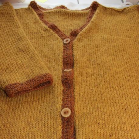 Handgebreid vest, maat L.  Andere kleur, vest of trui laten breien: Neem contact met ons op.