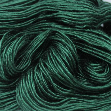 Brei een exclusief vest of trui. Donkergroene moerbeizijde (50%) / Merinowol (50%)