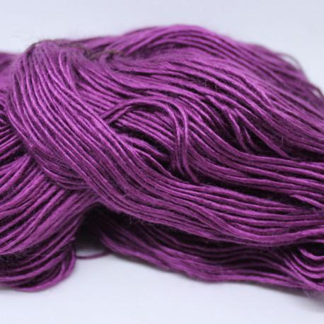 Brei een exclusief vest of trui. Babyblauw moerbeizijde (50%) / Merinowol (50%)