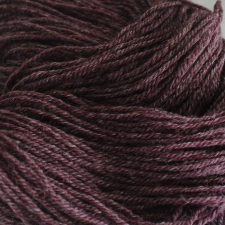 Handgeverfde sokkenwol (Wol met Rami). Diep Aubergine , 300m/100gr,Pen 3.5-4