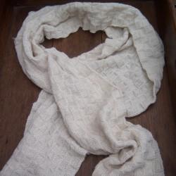 Sjaal van baby alpacawol , blokjes patroon, 30 x 170 cm.