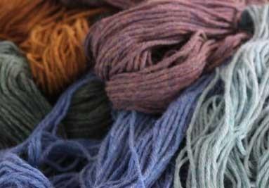 Breiwol Lana d'oro van alpaca en bergwol, prachtige iets gemeleerde kleuren.